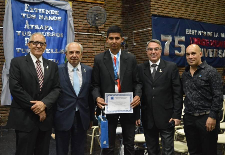 Egreso en la Escuela de Educación Secundaria Técnica N°8 Jorge Newbery – Entrega de Premios por parte del Instituto Aeronaval